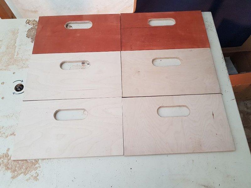 Kistenfronten mit Grifflöchern