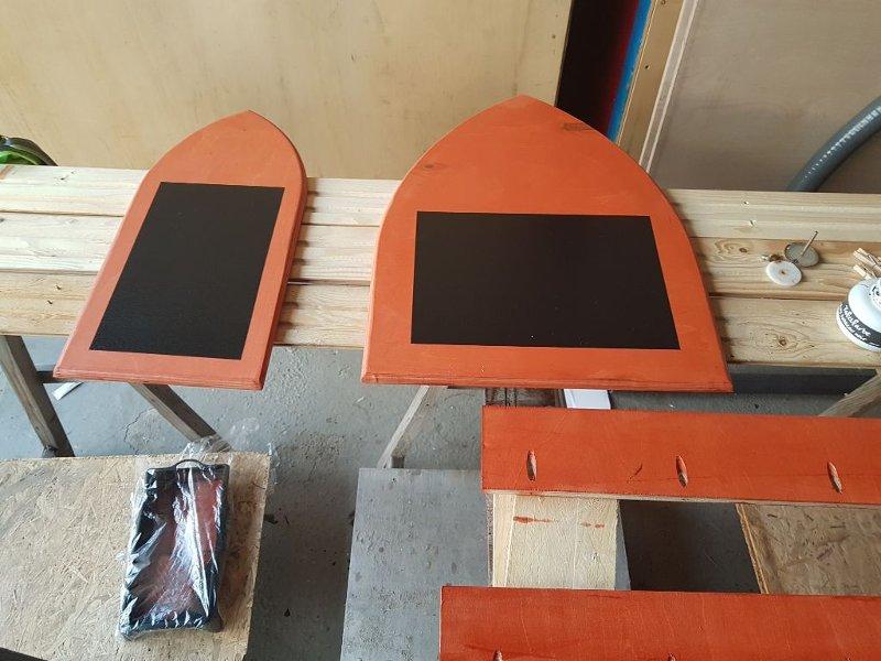 Zwei tafeln in Spitzbogenform